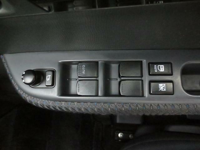 パワーウインドウスイッチ&電動ドアミラースイッチが運転席ドアに集約されています☆