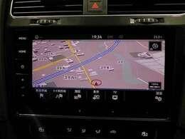 DISCOVER PRO装着車両です。スマートフォン感覚で操作が可能なインターフェイスが特徴で、CDSDDVD再生はもちろん、音楽の録音やBLUETOOTHにも対応しています。