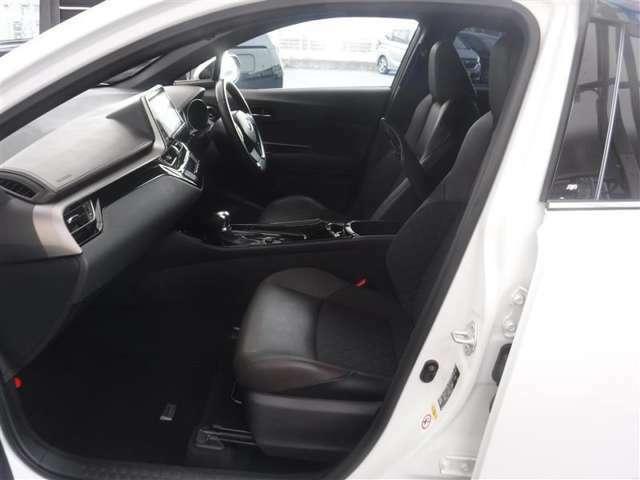 大きく開くドアによって、足元の開口部も広いため乗降時の足のすり抜けがスムーズです。