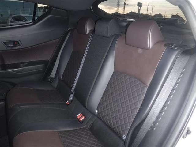 後席空間もしっかり確保。分割可倒式シートを採用。広い室内をいかして、ゆったりと配置されたリヤシートです。