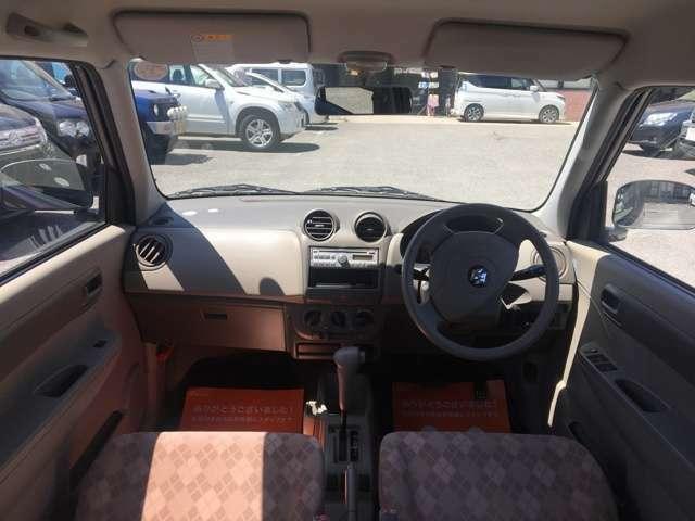 車内空間です。小回りのきくコンパクトな車なので免許を取ったばかりの人と一緒に使うのも良いですね!