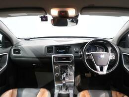 トワイライトブロンズのV60 CC T5 SEが入庫しました!!車両の状態もよく、何よりシートがアンバーとチャコールの珍しい組み合わせとなっている一台となっております!!