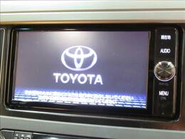 【純正SDナビ】フルセグテレビやブルートゥース接続、DVD再生など多彩な機能を併せ持っており、インパネ周りがすっきりしてますね!