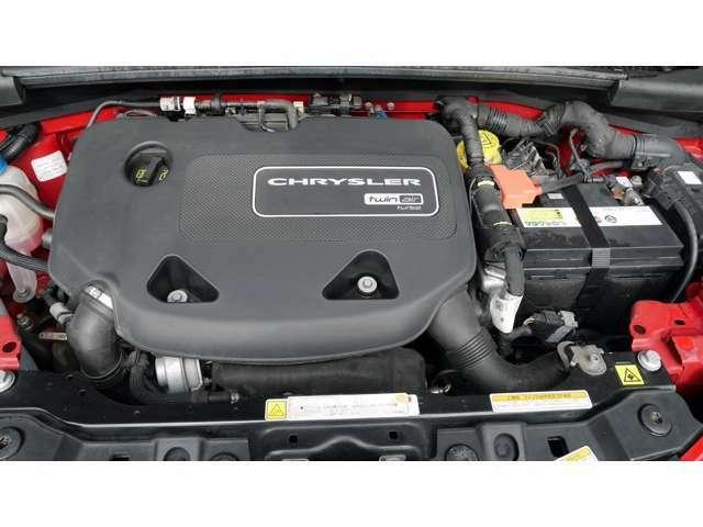 フィアットクライスラージャパンの5ドアのコンパクトモデル「イプシロン」。パワートレーンは0.875L 直列2気筒ターボを搭載し、ATモード付5速シーケンシャルトランスミッションの組み合わせです