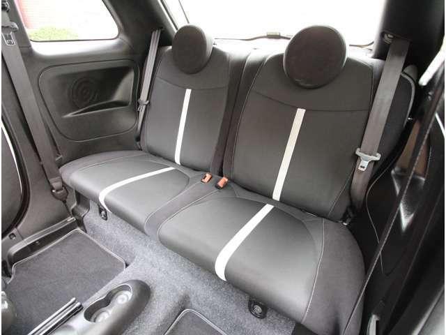 リヤシートも使用感が少なく、良好な状態です!
