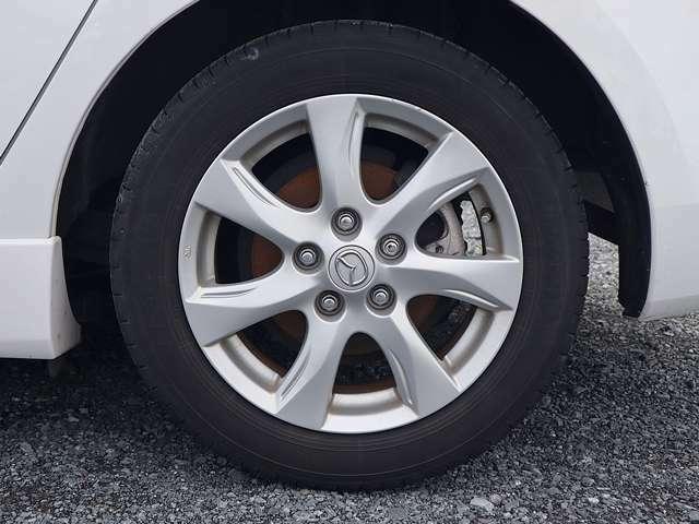 【純正アルミホイール】純正16インチアルミホイールです。タイヤ溝も残っておりますので、安心して乗ることが出来ます。