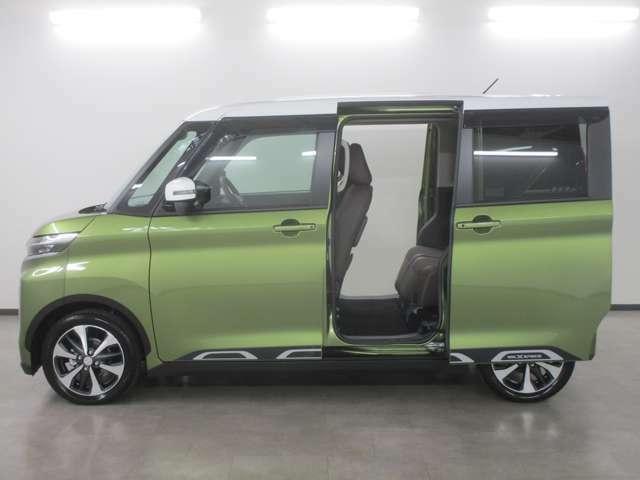 開口部も広く乗り降りもしやすい電動スライドドアです。運転席やキーレスからでも開閉操作が出来て便利です。