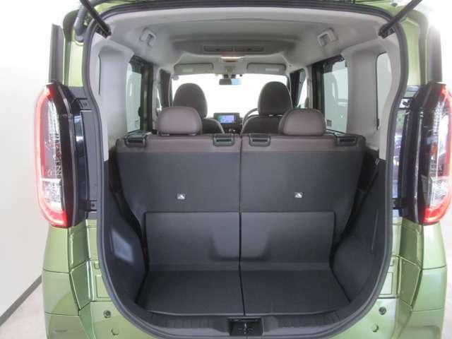 開口部が広く、荷物の出し入れがしやすい荷室です!