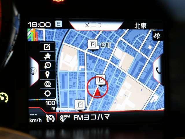 レブカウンターの右側の画面には、ナビゲーションやエンターテインメントを表示することができます。