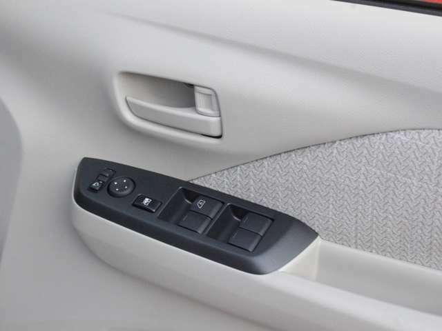 運転席側のドア部。こちら側でドアミラーの角度調整やパワーウィンドーに開閉のスイッチになります。