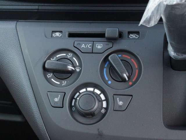 エアコンはダイヤル式なので初めてお車に乗られる方にも操作が簡単なので使いやすいと思います♪
