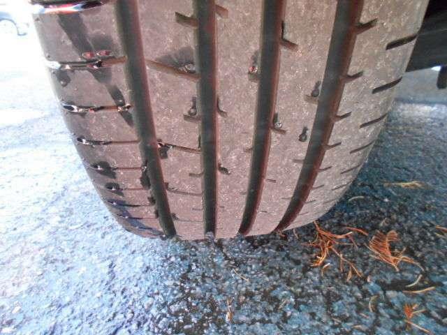 タイヤの残り溝も充分です