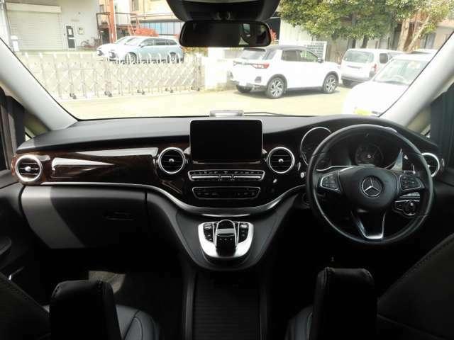 急ハンドルや急ブレーキの操作をした際、シートベルトテンショナーの作動(前席)窓の自動クローズ・座席ポジションの自動調整(助手席)をし、安全装備の効果を最大限まで高めるPRE-S