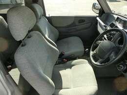 ◆フロントシート◆最近のお車は運転席の座面が高く設計されているので、運転する際の視野も広く運転がしやすくなっております。足元も広々でゆったりと運転することが出来ると思います。