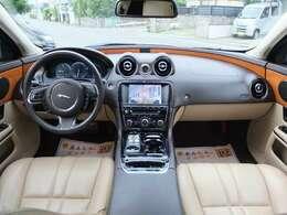希少左ハンドルです。ジャガーでは大変珍しい設定です。もちろんディーラー車です。★