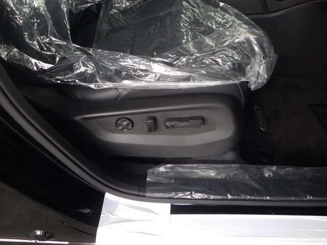 運転席8Wyaパワーシートを装備しております。シートの位置の微調整が出来ます!
