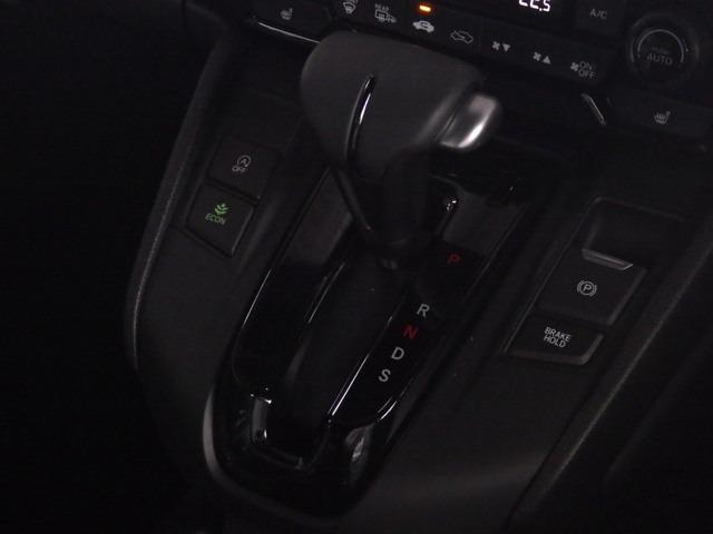 電子パーキングブレーキやブレーキホールド機能があります。日々の運転操作が少し楽になるかと思います!