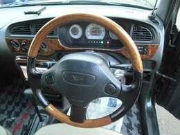 ウッドステアリング・ウッドパネル装着車