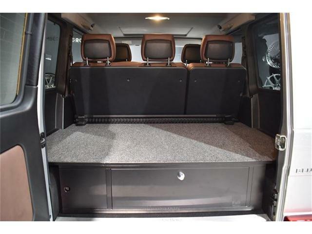 ◆ラゲッジフラットスペース:タイヤハウジングの車内の張り出しをフラットにするカーゴボックスを装備。今まで斜めにしなければ置けなかった尺長物も真っ直ぐに置ける様になり、ゴルフやレジャーがより快適に。