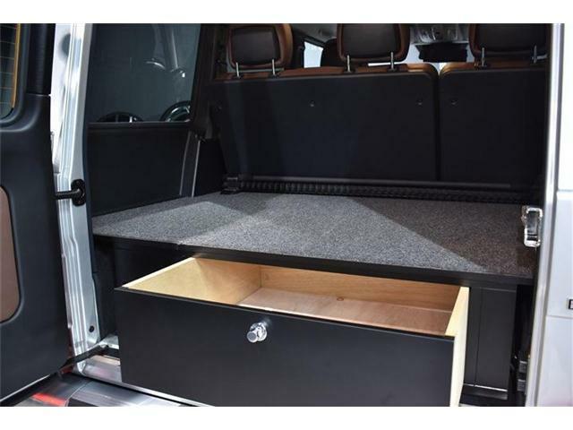 ◆ラゲッジフラットスペース:ボックスが走行中に聞く事が無いようにロック付き。