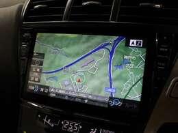 安全を考慮し、視線移動の少ない位置にセットされたアルパインの9インチSDナビ!CD、DVDビデオ、フルセグTVに対応しています。