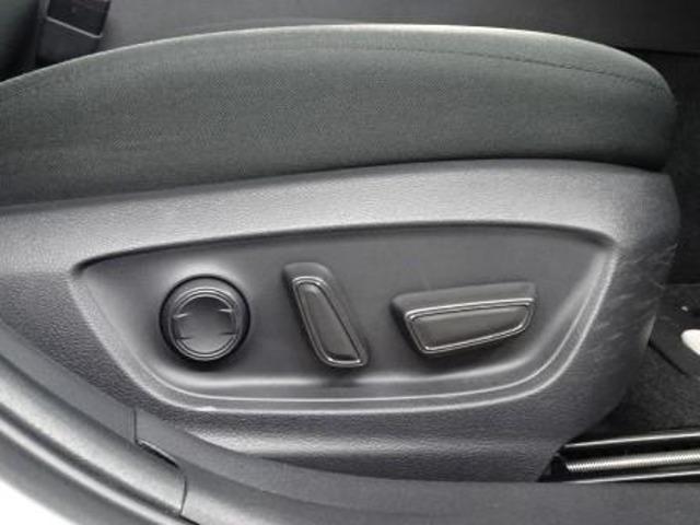 運転席にはパワーシートを装備しています。