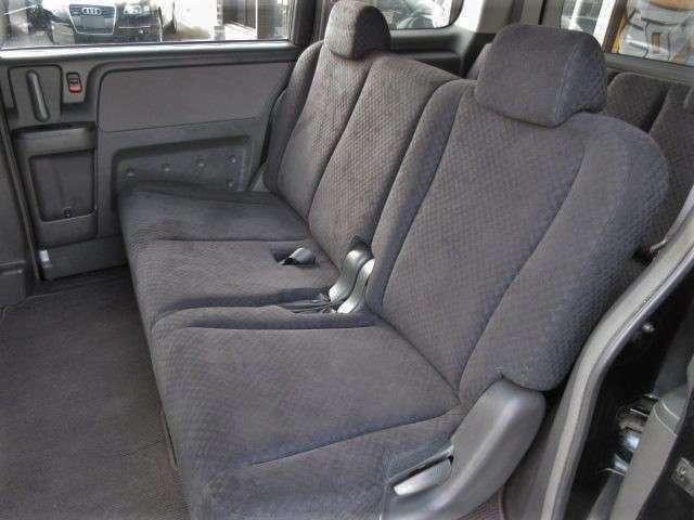 2列目のシートは座面も大きく座り心地も良好です♪後席にお乗りになられる方もリラックスしてお座り頂けます♪