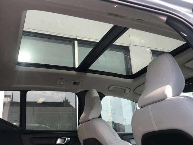 パノラマガラスルーフ『後席頭上まで広がる解放感たっぷりのガラスルーフ!ドライブの楽しさを倍増させる装備です