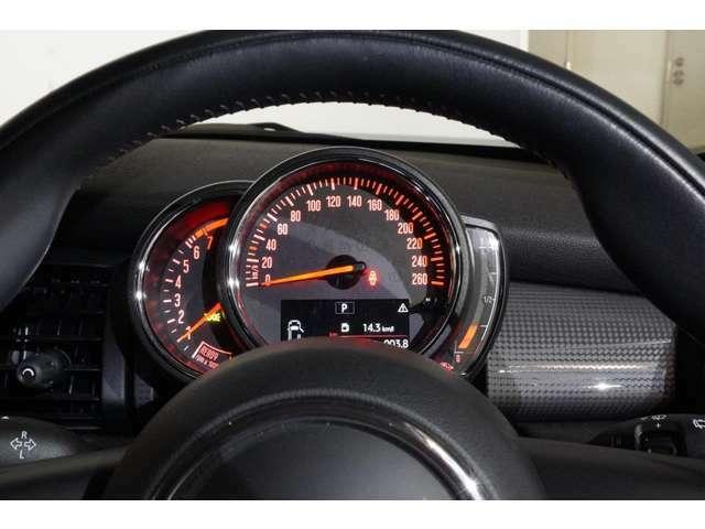 エンジンやトランスミッション、ブレーキ等の主要部分はご購入後、規定期間走行距離無制限の保証。万一、修理が必要な場合は工賃まで含めて無料で対応致します。