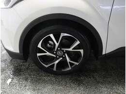 《アルミホイール》デザインもカッコよくスチールホイールより軽さもあるで燃費にも優しいです。