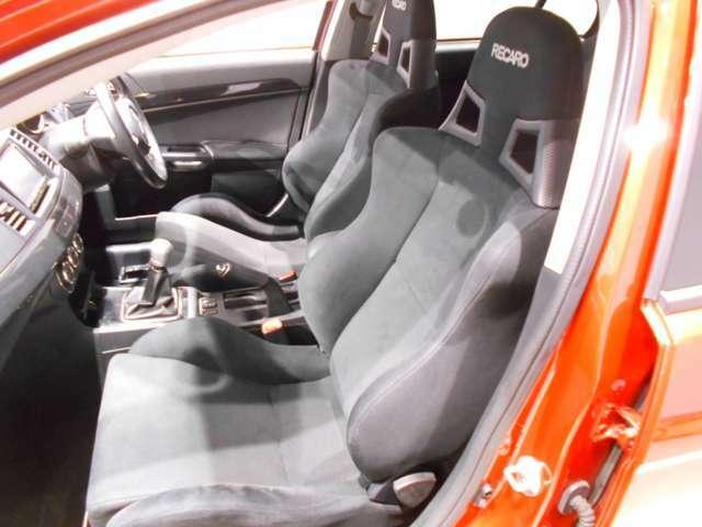 運転席・助手席にも採用しています!