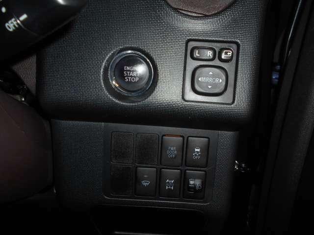 スマートキーを携帯していればブレーキを踏みながらエンジンスタートスイッチを押すだけでエンジンが始動できます