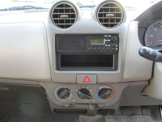 AM/FMラジオ付きです。CDデッキ・ナビ取付のご希望場合、格安で行いますので、お気軽にご相談ください。