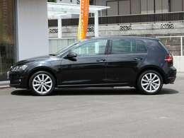 低走行、目立つキズも無く、とってもキレイな車両です。初度登録12月22日の2017年モデルです。