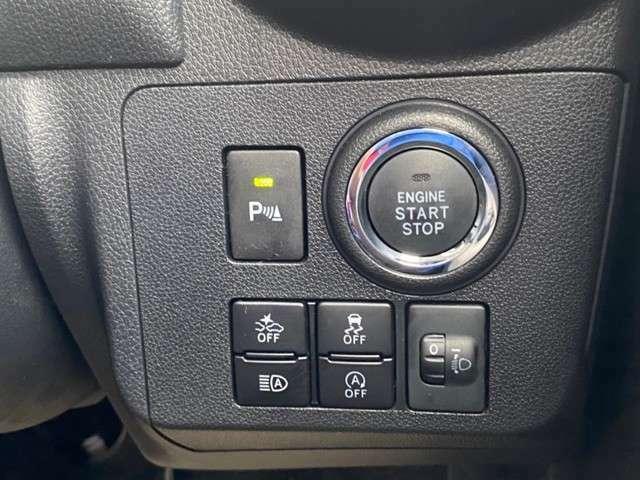 ボタン一つで簡単にエンジンがつけられるプッシュスタートボタンとなっております!鍵を持っているだけでエンジンのオンオフが可能なのでとても便利です♪