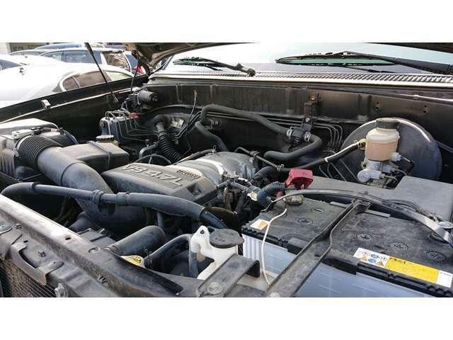こちらのお車はタイミングチェーンを採用しています。チェーンなので耐久性が高く、交換する必要がありません!この先も経済的で長く乗って頂ける1台だと思いますよ!オイル交換は必要です☆