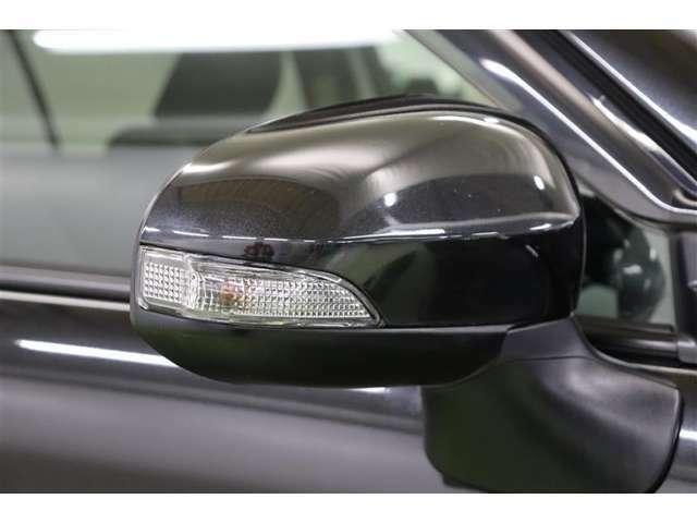 ウインカーミラーはお洒落なだけでなく、対向車からの視認性も上がりますので事故防止にもつながります。