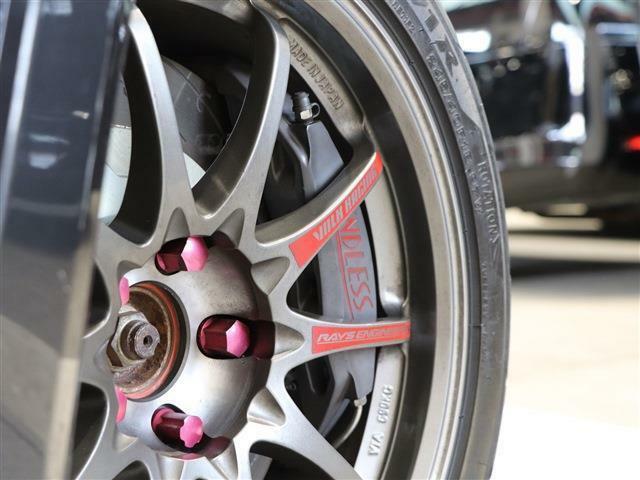 エンドレス製キャリパーが出しすぎたスピードをしっかり制御!優れたブレーキフィーリングで、ドライビングもより一層楽しめますね♪