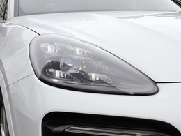 LEDマトリックスヘッドライト装備(4灯式デイタイムランニングライト付)