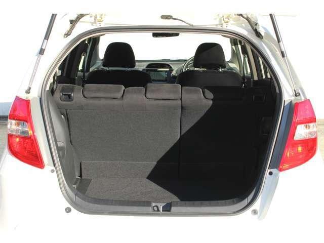 広大な荷室を持つフィット。シートアレンジをしない状態でも、たっぷり積めます!