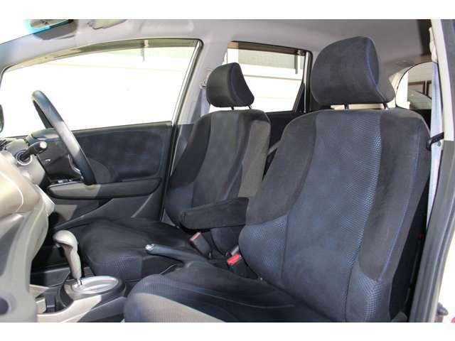 上級クラスと同等の骨格を使用したシートはロングドライブも快適にお過ごしいただけます。