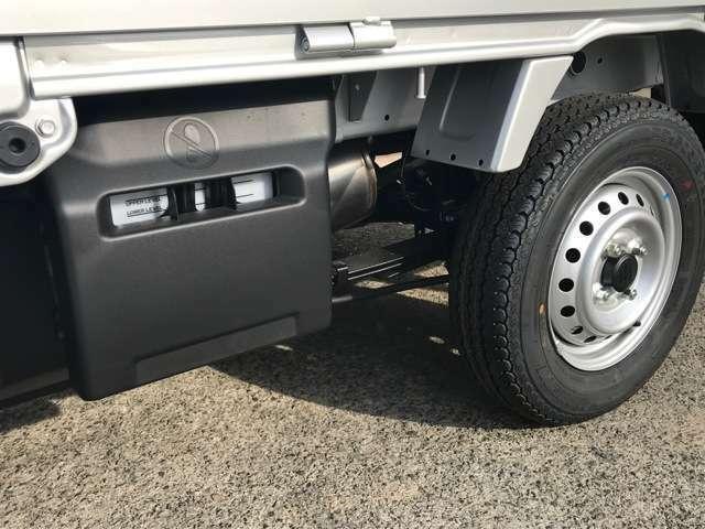 車の横からぶつかられたときに胸やお腹を守ってくれる安心のサイドエアバッグ装備。もし車の側面から衝突された時にこのエアバッグがなかったらと思うと・・怖いですよね。