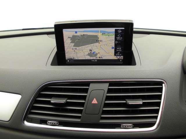 純正ナビゲーションは、CD・DVD・SDカード・Bluetoothなどあらゆるメディアに対応します。もちろんテレビは地デジフルセグとなります。