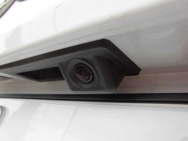 リアカメラとコーナーセンサーが装備されておりますので、夜間の車庫入れなども安心です。