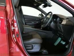 運転席・助手席です。