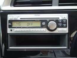 純正CDデッキです。シンプルで使いやすいです。