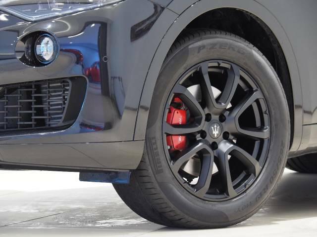 日本限定24台のLevante Diesel Final Edition専用19インチブラックゼフィーロホイール。