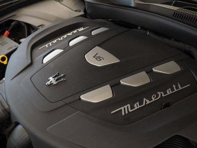 マセラティの100年の歴史が詰まった、3リッターV6ディーゼルターボエンジン。是非店頭でその走りやエギゾーストを、肌で、耳でご体感ください。
