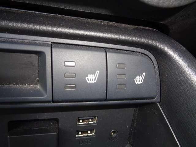 両席にシートヒーターが付いてます♪
