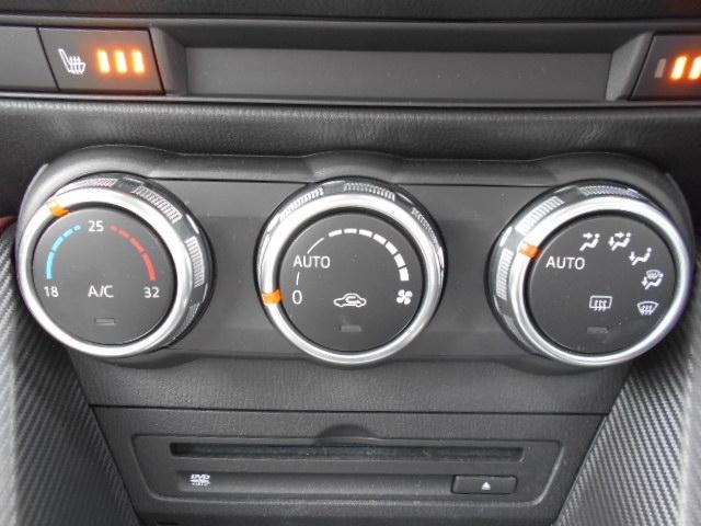 使いやすく見た目もスポーティな3連ダイヤル式スイッチのフルオートエアコンを装備しています!十分な容量がありますので1年を通して室内を快適な温度に保ってくれます!シートヒーター付ですので冬も快適です!
